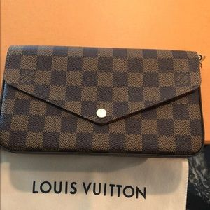 Louis Vuitton Pochette Felicia Clutch